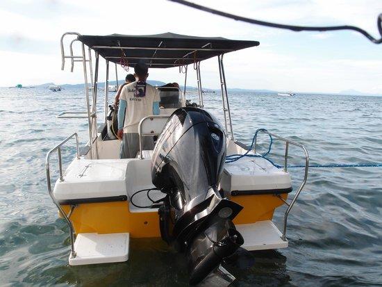 Sabang Inn Beach & Dive Resort: 潛水船