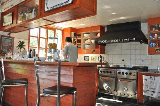 Green House Hostel Bariloche: kitchen