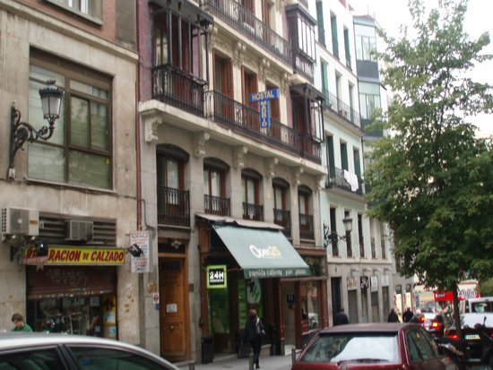 Hostal Madrid: facciata hotel