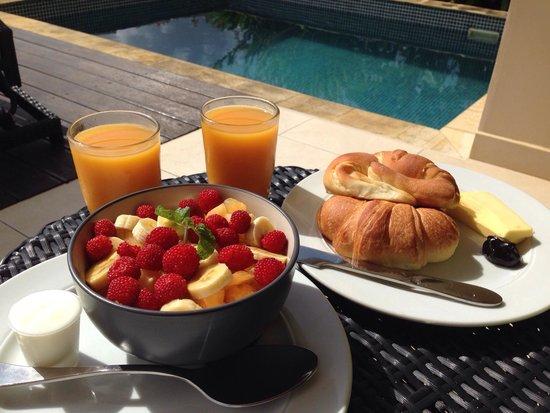 Mangoes Resort: Light breakfast
