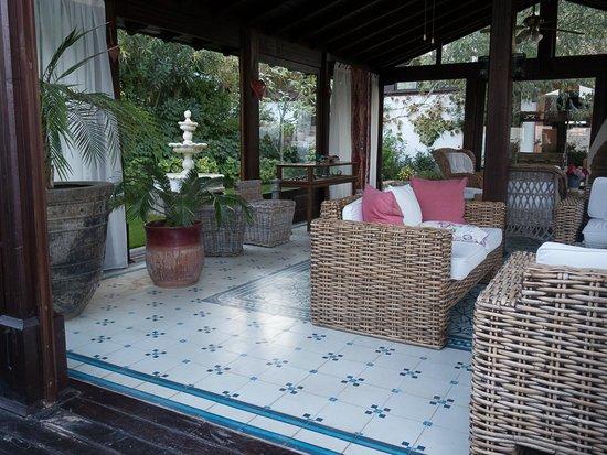 Gullu Konaklari: Sitting/ greeting area