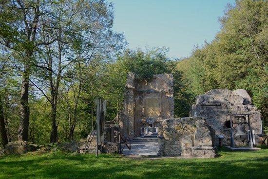 Marzabotto, Italien: I resti della chiesa di Casaglia, sul Monte Sole