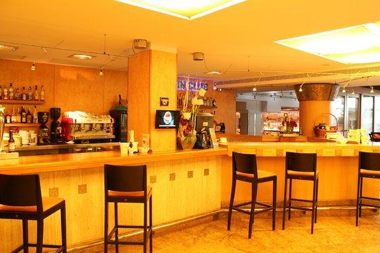 Invisa Hotel La Cala : Bar