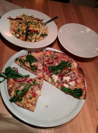 California Pizza Kitchen: California Veggie (Thin Crust)