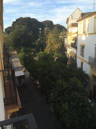 Hotel Puerta de Sevilla : Place pour prendre le petit déjà avec de délicieux churros au pied de l hotel