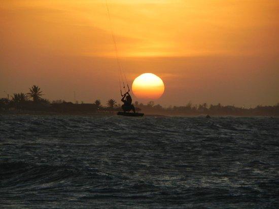 Vila Itaqui: Por do sol na praia de frente a pousada