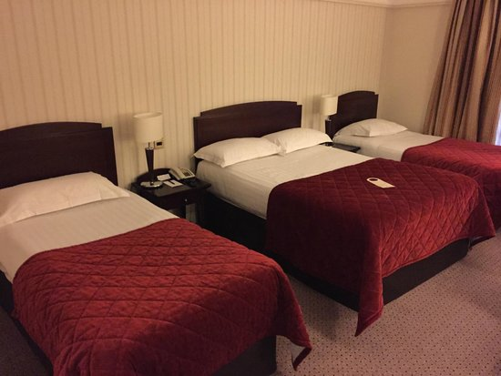 Red Cow Moran Hotel: Choice of beds in one room.
