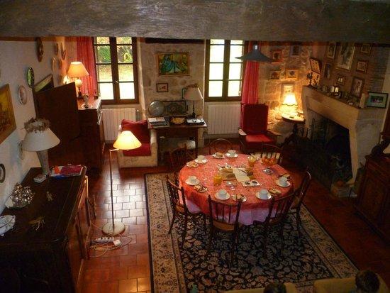 Puynormand, France : A l'heure du petit déjeuner