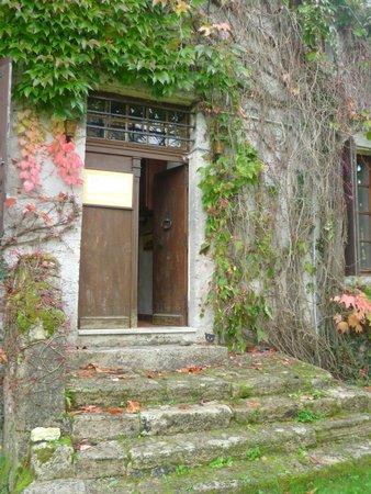 Puynormand, France : Entrée de la maison