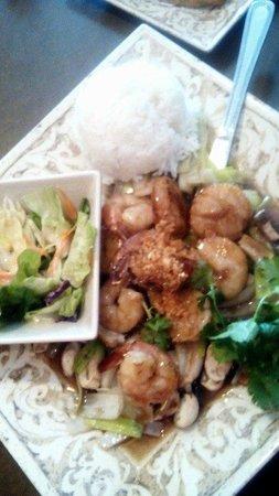 Thai Thai Cuisine: Garlic Seafood Entree