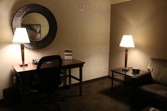 Drury Inn & Suites New Orleans: Living room desk area