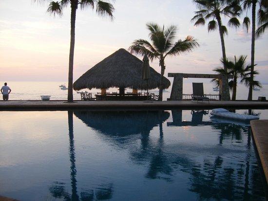 Hotel Playa Del Sol: Pool area at sunrise