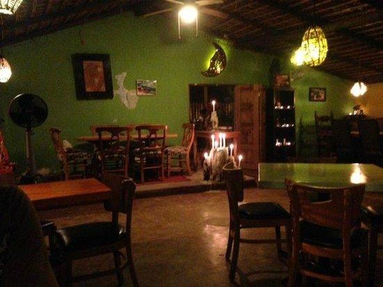La Casita Tapas - Wine & Sushi Bar: interior la casita