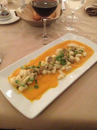 Hotel Coronado: Gnocchetti al baccalà con crema di zucca e vongole veraci