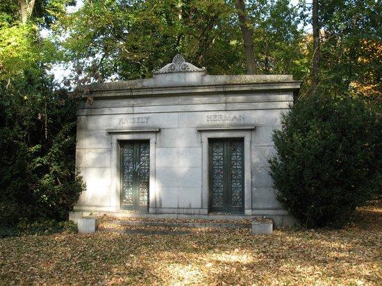 Harrisburg Cemetery: Hidden but I found it