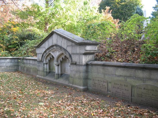 Harrisburg Cemetery : Hidden but found