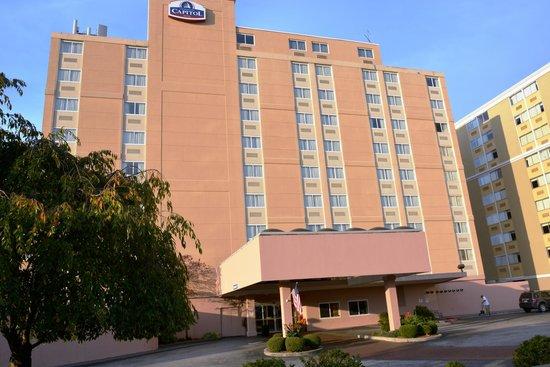 Charleston Capitol Hotel: Hotel Entrance