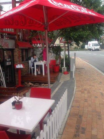 Flava Cafe & restaurant : Streetside at Flava's