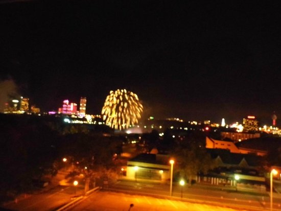 Holiday Inn Express & Suites Niagara Falls: Fireworks over the Falls
