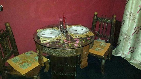 Bella Mbriana Hotel de Charme: Tavolino e sedie basse