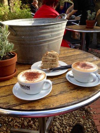 Divas Cafe: Fantabulous coffee and cake !