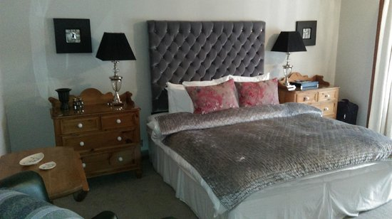 Hawthornbank Guest House: The bed with Egyptian cotton