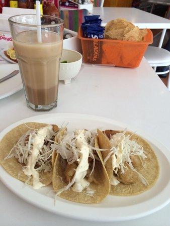 """Mi Gusto Es: Excellent taco with shrimp and """"mayocrema"""""""