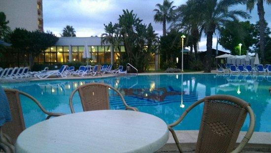 Estrella Coral de Mar Resort Wellness & Spa : Pool in The evening