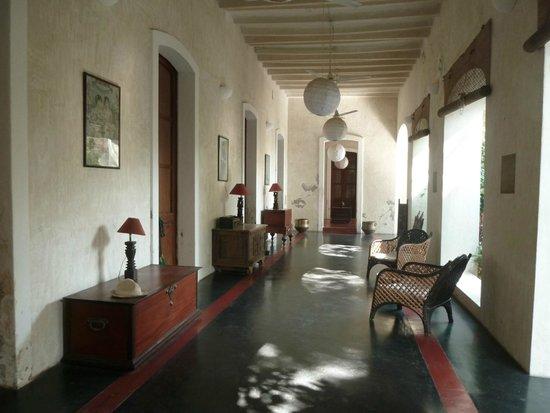 Villa Helena: Galerie au rez de chaussée