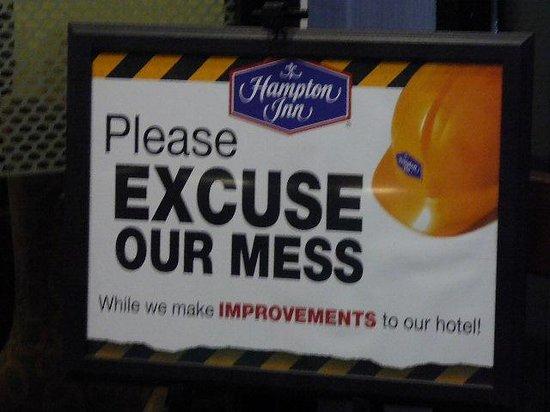 Hampton Inn Mansfield/Ontario : EXCUSE OUR MESS SIGN