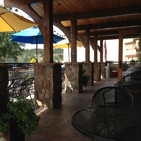 River Pointe Coffee House : Outside seating