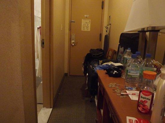 إيكونو لودج تايمز سكوير: No corredor até a porta há uma mesinha com cadeira