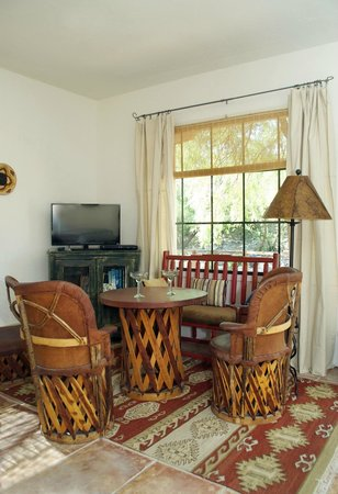 Tubac Country Inn: Suite 3 Sitting Area