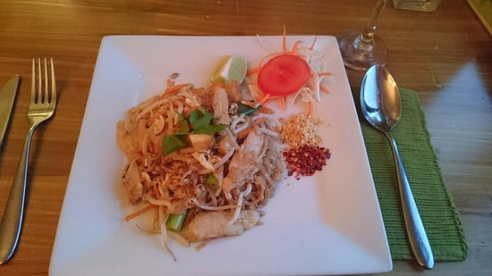 Royal Green Curry Restaurant: Lovely Chicken Pad Thai