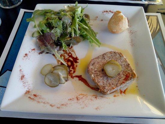 Restaurant du Lac: Terrine de lapin avec une petite salade au vinaigre balsamique
