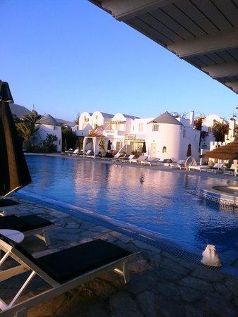 Mediterranean Beach Resort: pool view