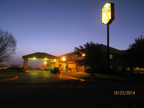 Super 8 Kokomo: The exterior grounds of the hotel.