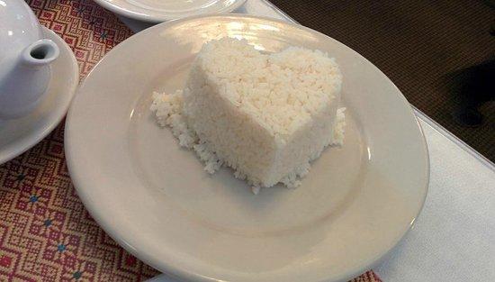 Thai Taste Restaurant: Heart-shaped rice for the curry
