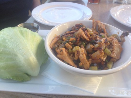 Stuft Pizza Bar & Grill: Lettuce Wrap