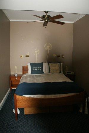 Benchmark Inn : Room