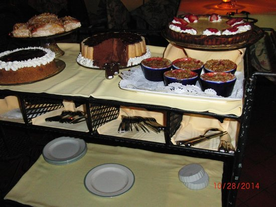 Le Bistro : Delectable Desserts melt in your mouth