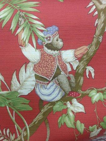 Jim Thompson Factory Soi 93 Outlet : Cheeky monkey