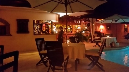 Bliss Restaurant Lounge Bar Pool: Restaurant