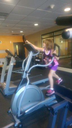 Comfort Suites New Bern: grand daughter in tge gym