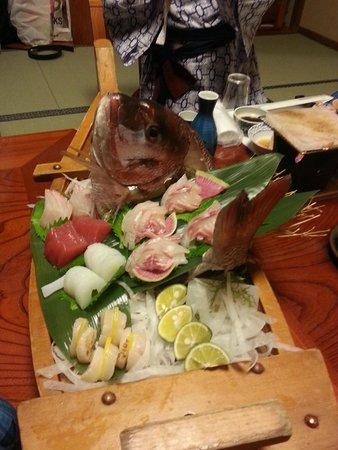 Naruto Kaigetsu : Massive Sashimi Boat for 4