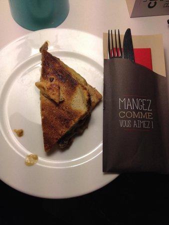 Ibis Paris La Villette Cité des Sciences 19eme : Sandwich champignons et poulet réchauffé au micro-ondes du restaurant. C'est horrible!
