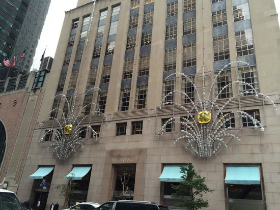 Outside tiffanys picture of tiffany co new york city for Tiffany a new york