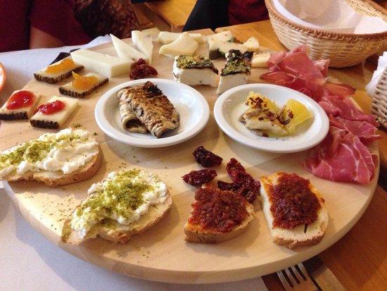 Taverna Giudecca Ortigia: Tasting platter €13 per person