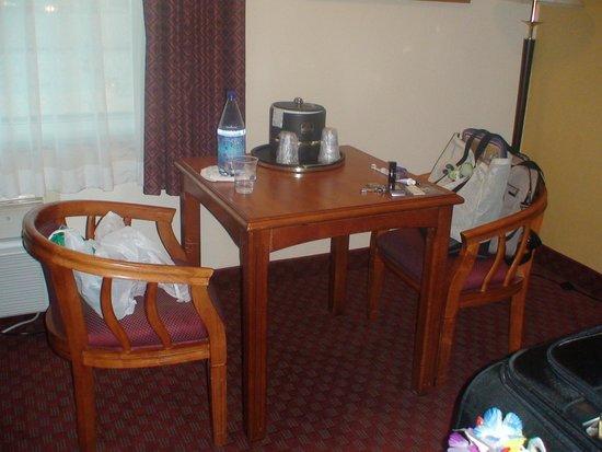 BEST WESTERN PLUS South Bay Hotel: Habitaciòn - muebles