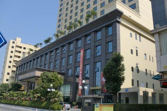 Vienna Hotel Dongguan Changping Tian'ehu: 大きなホテル